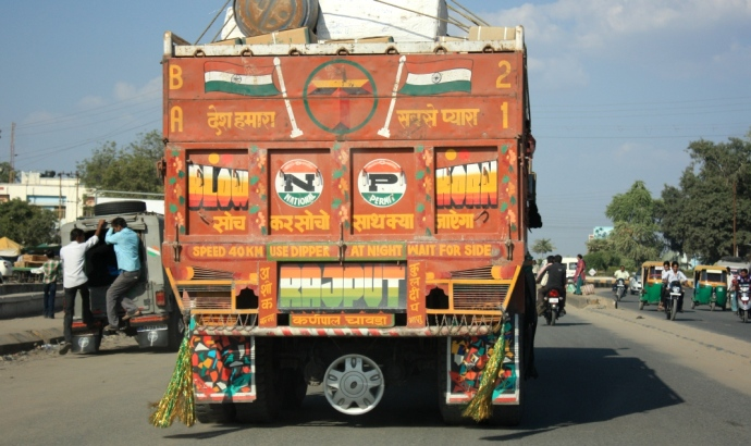 soch ka socho saath kya jayega; painting on truck body;